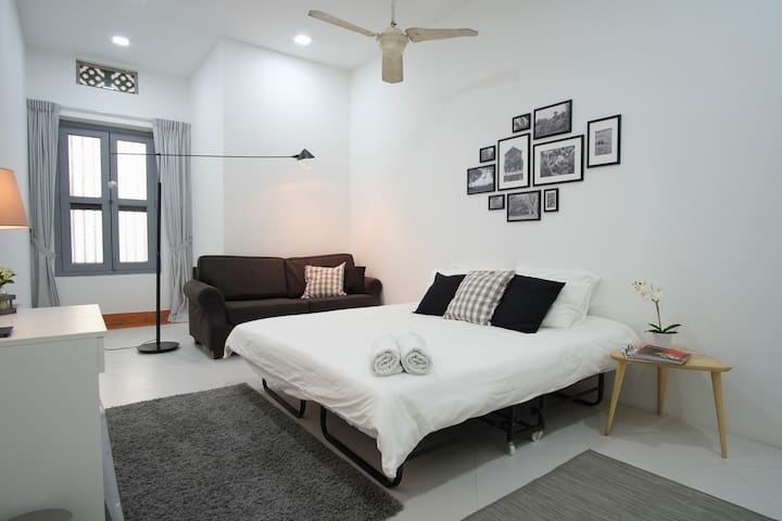 Stylish Alabaster Room near Sentosa 8 mins to MRT - Singapur - Ev