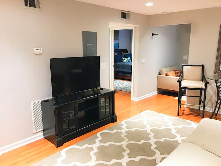 A Classic Gem, 1 Bed/1Bath Condo 1 Min From 85 N/S
