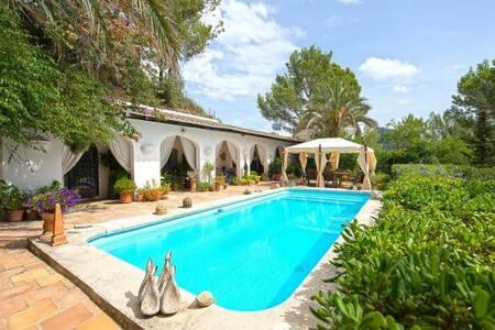 5 bedroom villa with pool , gardens and sea views. - Galilea - Villa