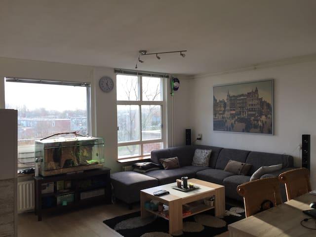 Modern appartment close to the subway and AMC/HVA - Amsterdam-Zuidoost - Apartamento