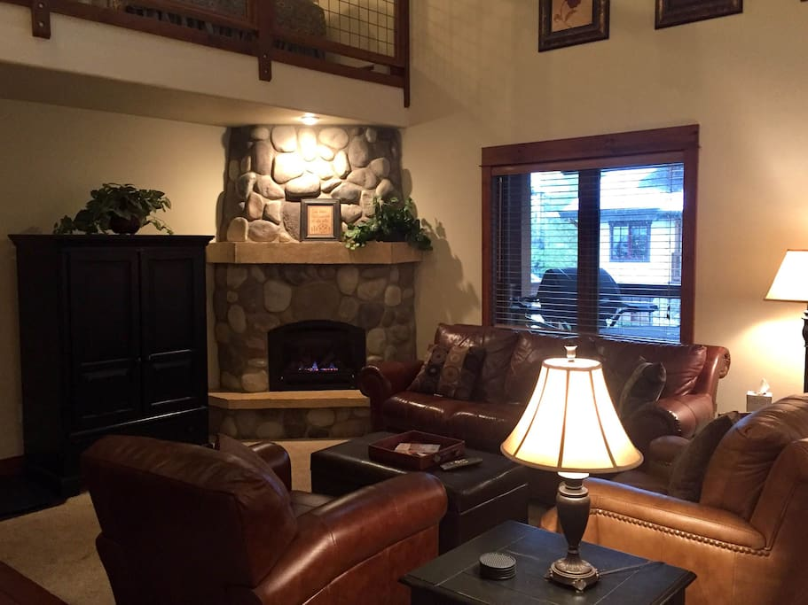 Spacious living area with gas fireplace