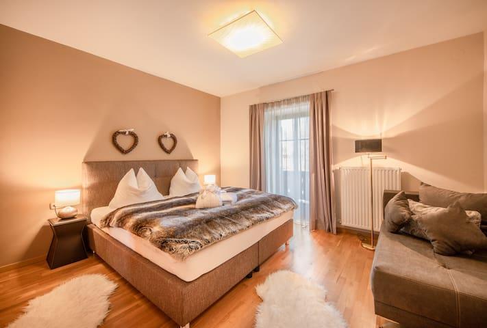 Schlafzimmer 1 // bedroom 1