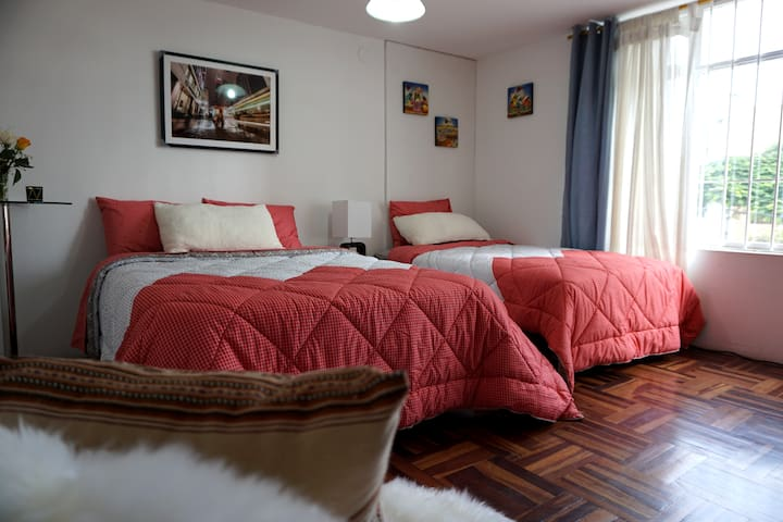 Miraflores - Private room with Tv and Wifi.