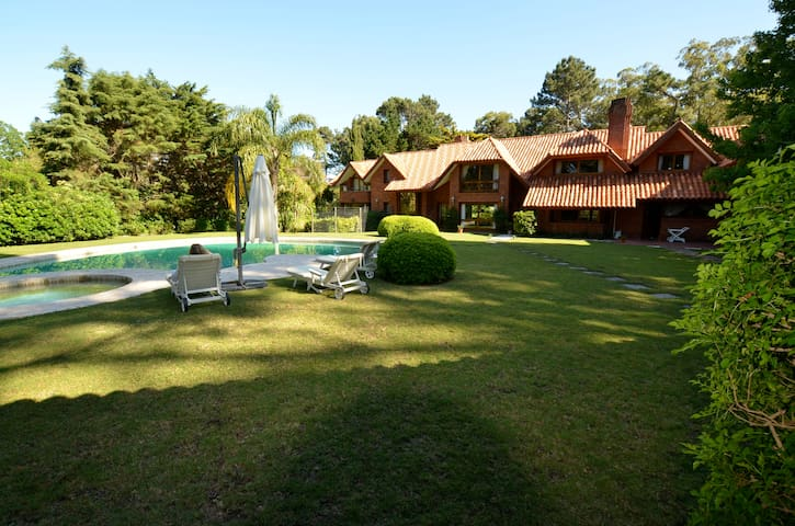 Luxurious Chateau in Beverly Hills - Punta del Este - Villa
