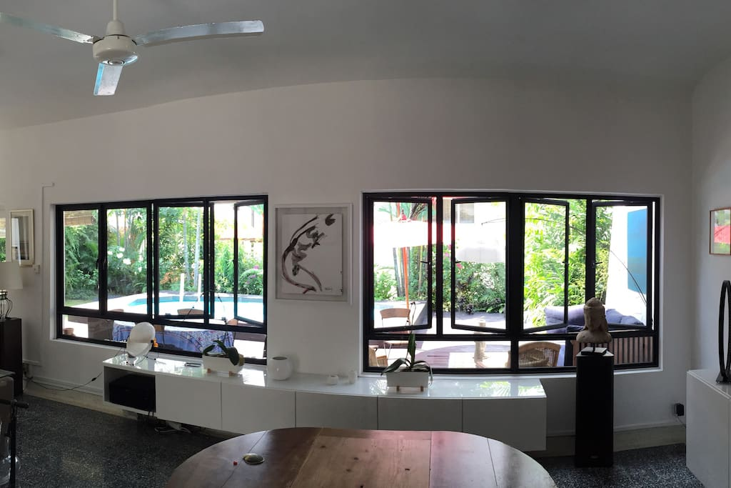 Dining-room with view to the garden and pool