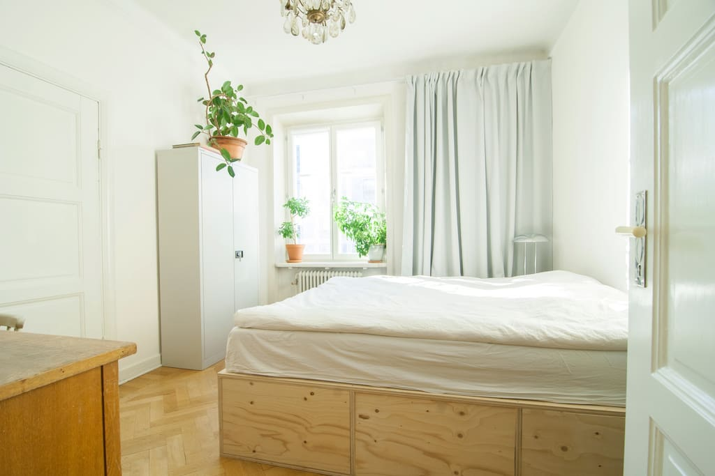 Bedroom with a 180cm double bed