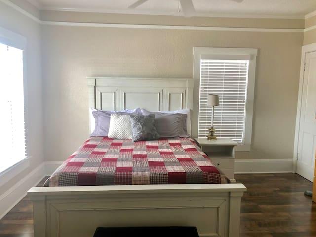 Master Bedroom {Queen Bed}