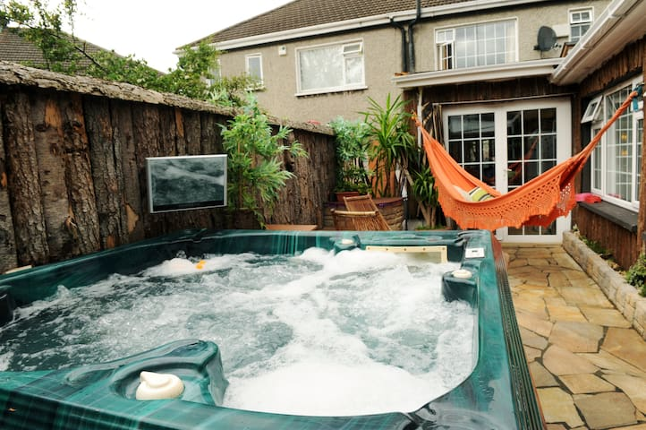 PLEASE READ ! 4 Person room .. For more Email me ! - Dublin - House