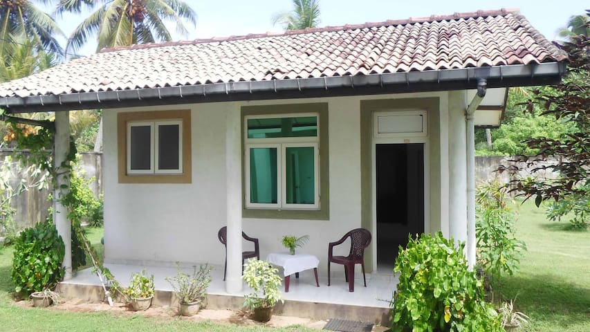 Standalone little Bungalow - Balapitiya - Bed & Breakfast