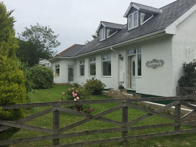 Whole top floor of lovely bungalow - Shotley Bridge - Dům
