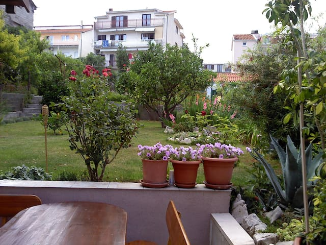 Apartment with a garden and a seaview - Kamen - Appartement
