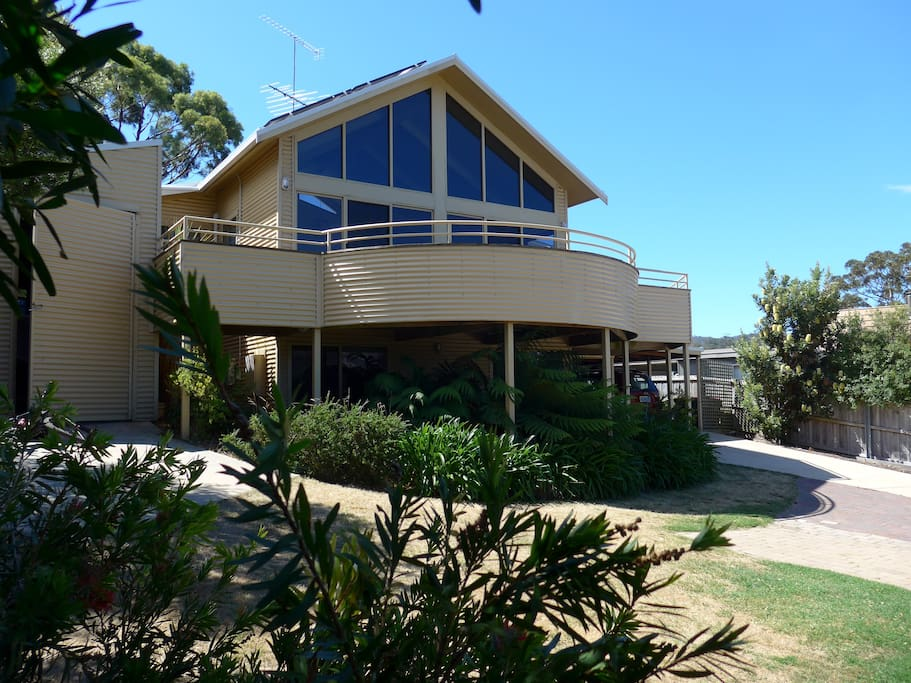 The beach house freycinet houses for rent in coles bay for Beach house designs tasmania