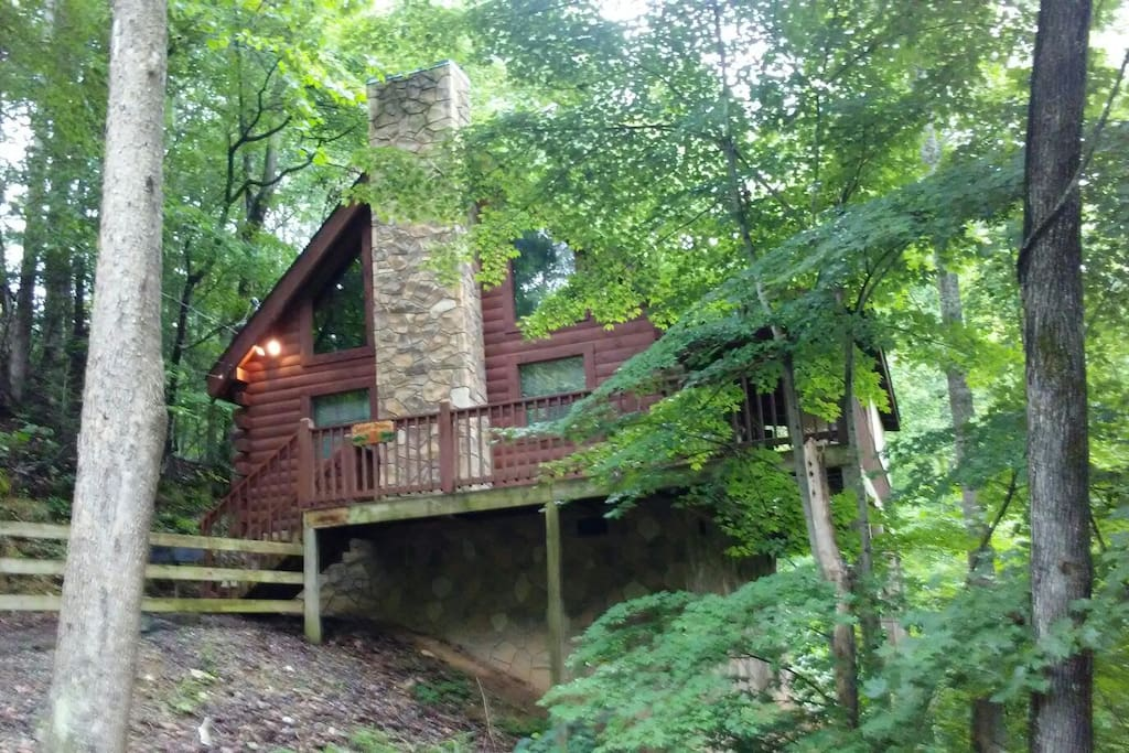A cozy couples getaway at forever dreams cabins for for Weekend getaways in tennessee for couples