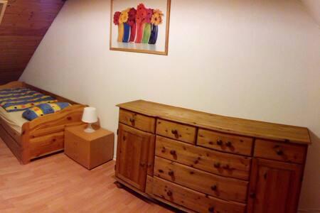 Ein Zimmer für bis zu 4 Personen - Neumünster