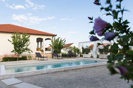 Luxury Villa Sunny Garden - Kaštel Gomilica