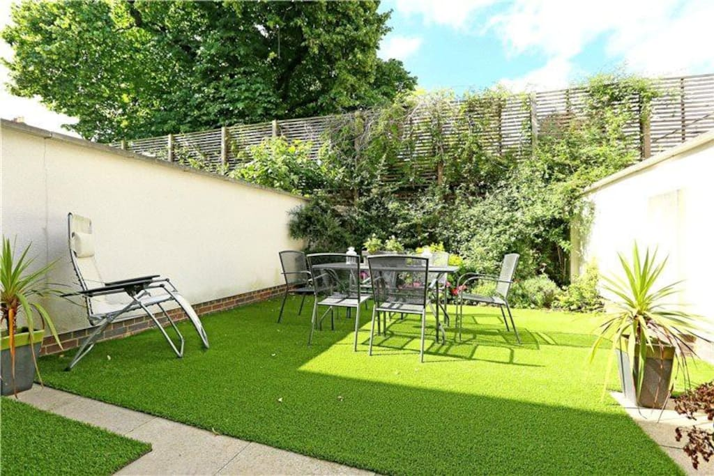 Private south-facing garden for when you want to bask in the summer sunshine