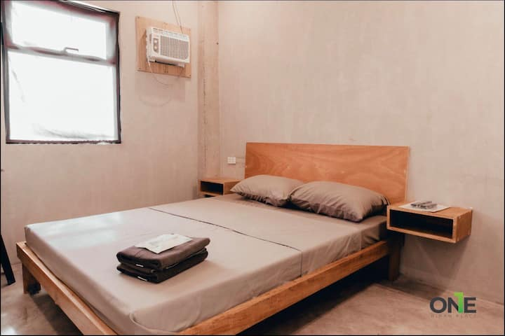 Queen Bed Room 3 w/ Fast Wifi & Netflix in Biñan