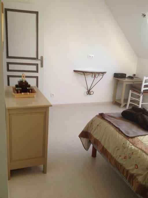la chim re chambres d 39 h tes louer le mans pays de la loire france. Black Bedroom Furniture Sets. Home Design Ideas