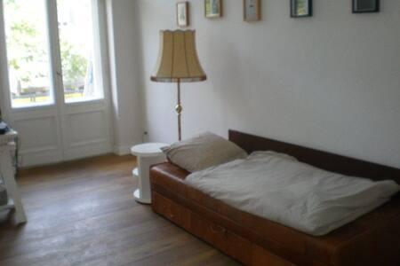 Zimmer im Zentrum in Stuckalbau - Berlin - Wohnung