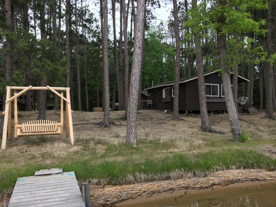 Many amenities and lakefront living!