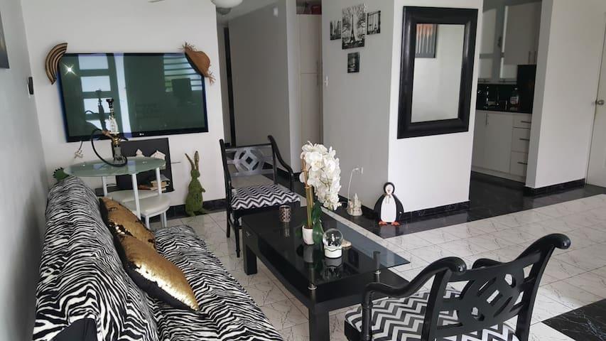 Black & White Comfort House