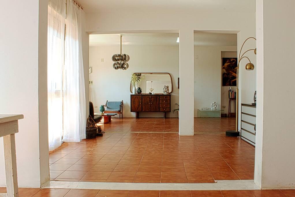 Living Room / Sala con uscita balcone