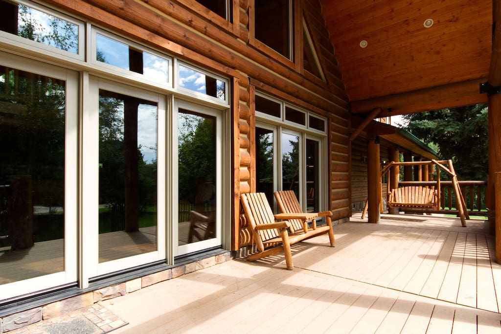 Front deck (covered)