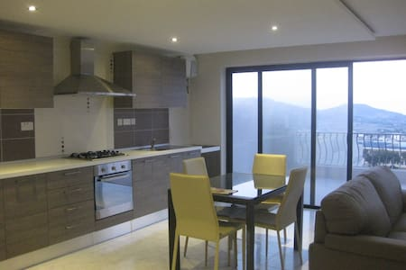 Central_penthouse_stunning views - Daire