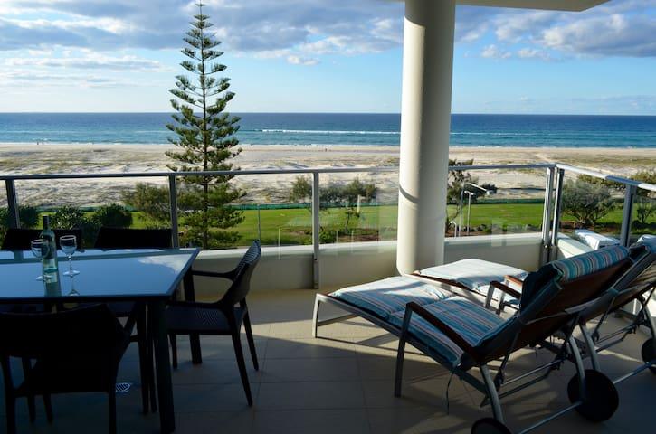 Absolute Beachfront Pure Kirra Luxury Apartment