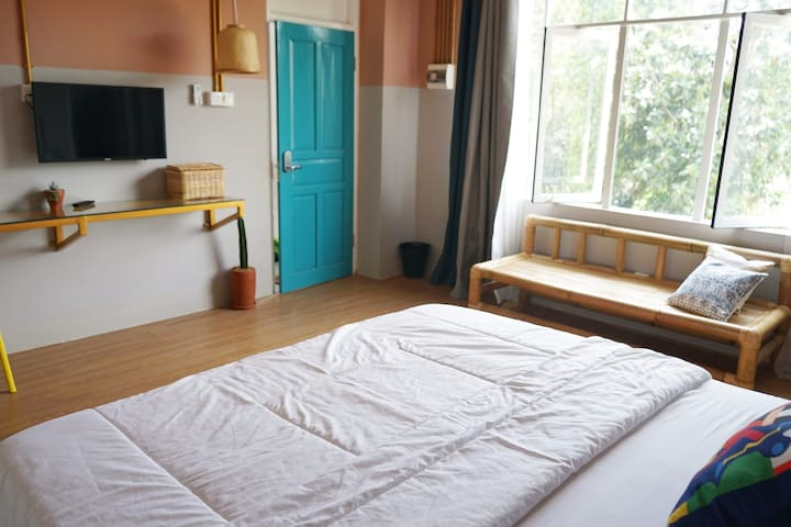 Kolo-Kolo Buoyant King room is airy and bright