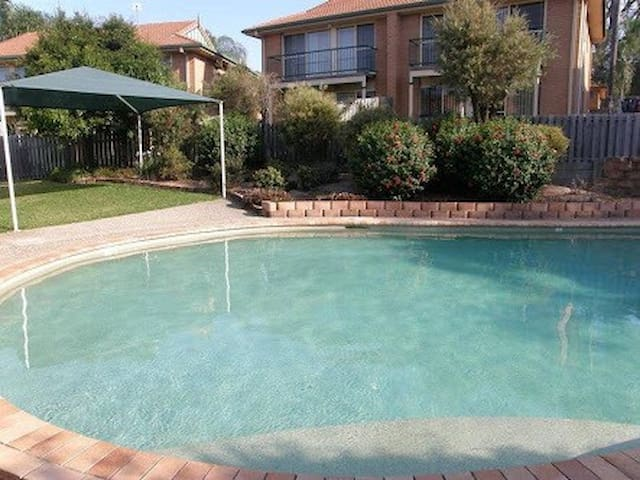 Comfy Double bed in townhouse with great pool - Mudgeeraba - Townhouse