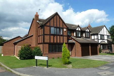 LIGHT AIRY HOUSE NEAR TRENT BRIDGE - Gamston