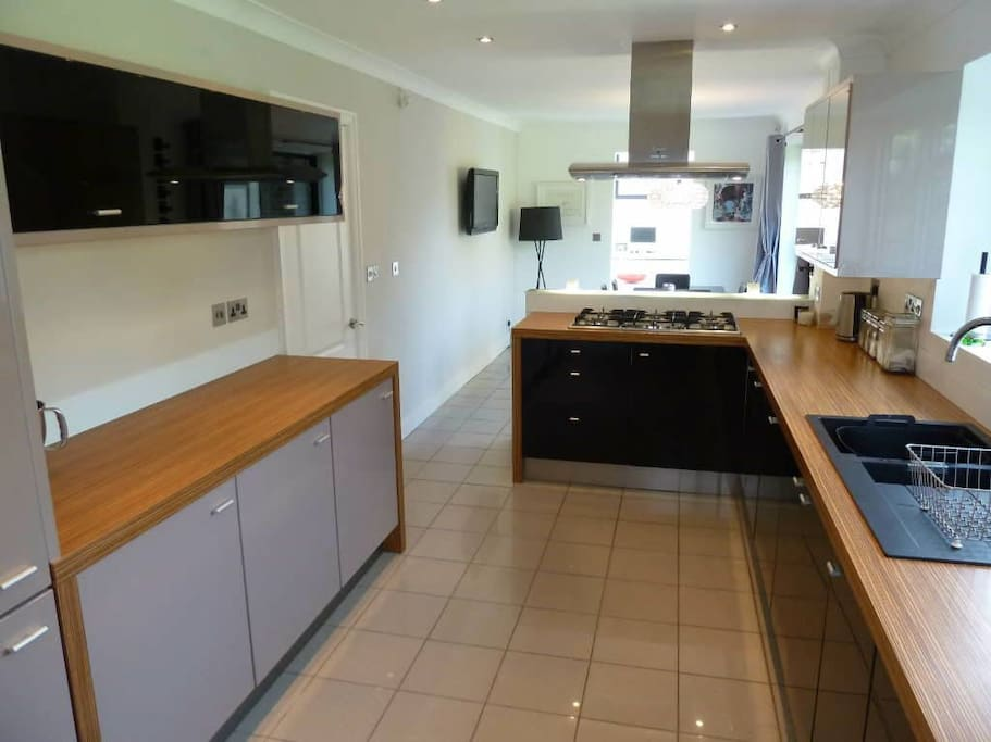 Chefs Kitchen, 2 ovens plus steam oven, 2 fridge