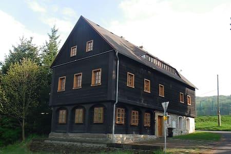 """Chalupa """"Lelkovna""""  Lužické hory - Dolní Podluží - Hytte (i sveitsisk stil)"""