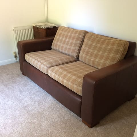 Reading/Garden room with Sofa bed and Art Deco style