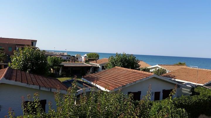 CASA AL MARE NELLE MARCHE, 30 secondi da spiaggia!