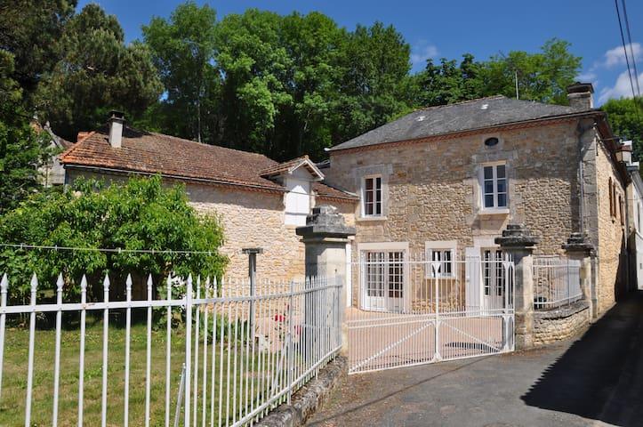 maison familiale dans bourg village