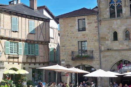 Appt lumineux, centre historique - Figeac - Stadswoning