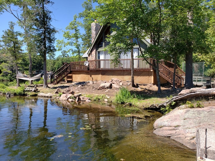 Island Cottage 550 ft. shoreline pretty Stony Lake
