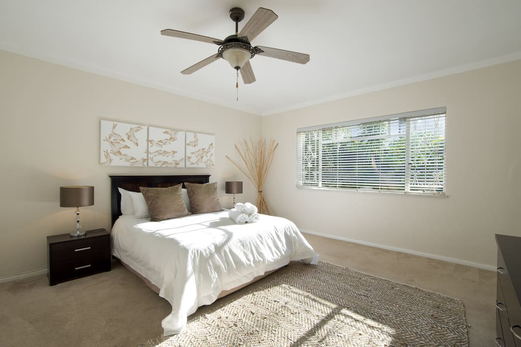 Main bedroom with a Queen Size bed and super comfortable linen