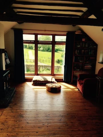 Bright Shropshire Hill Cottage - All Stretton, Shropshire - House