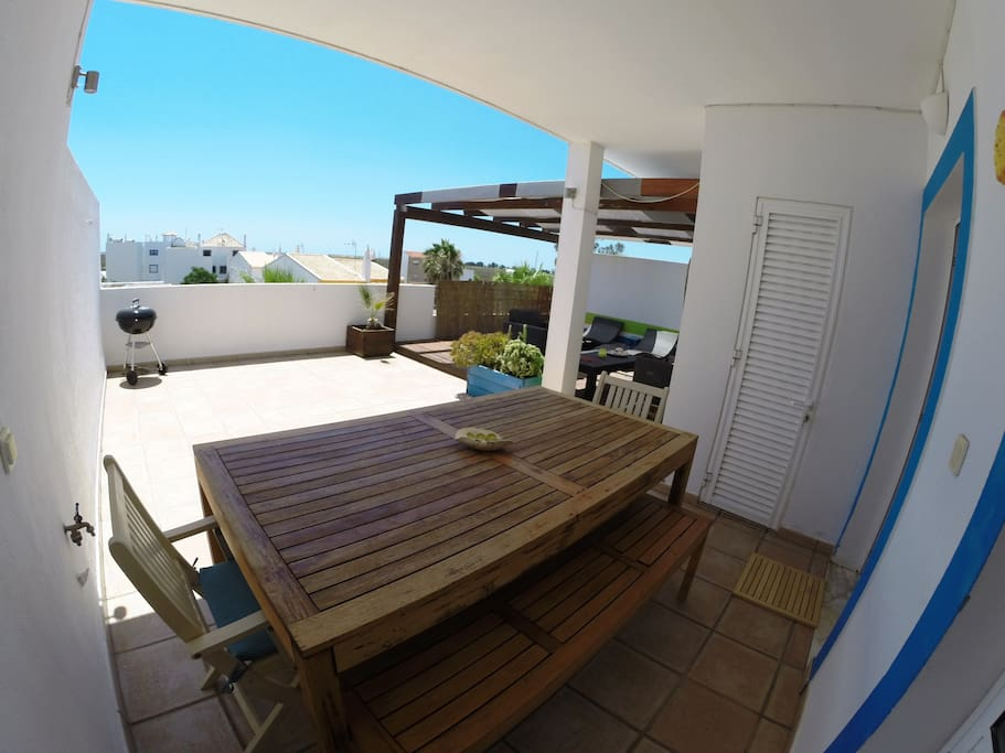 Large front terrace with dinning area, barbecue and lounge. Bon appétit.