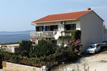 One bedroom apartment with terrace and sea view Maslinica, Šolta (A-776-c) - Maslinica - Lejlighed