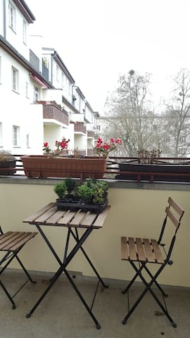 Charmante Wohnung Nahe Bhf Südkreuz - Berlin - Leilighet