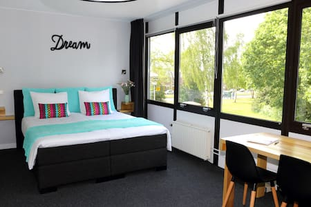 B&B private rooms near city centre Enschede - Enschede - Bed & Breakfast
