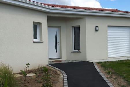 Belle maison pour l'euro 2016 - Saint-Just-Saint-Rambert