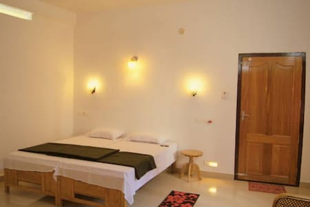 A  Spacious private room with attached bathroom - Kumily