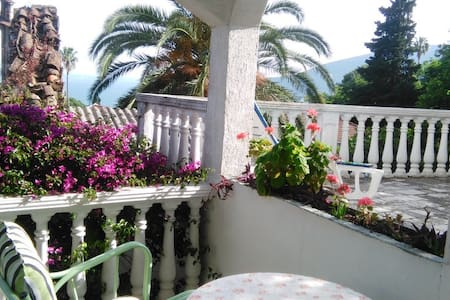 Nice calm house with two comfortable balconies - Herceg - Novi - Ev
