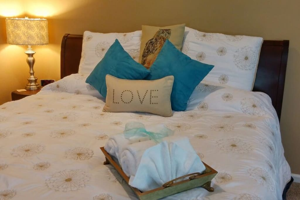CLEAN quilt and linens await you in this SPACIOUS comfortable KING size bed.