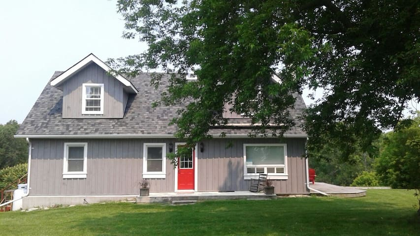 Closson Cottage Charm - Hillier - Casa